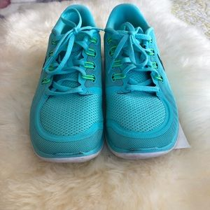 Women's Nike Size 7.5 Color Teal